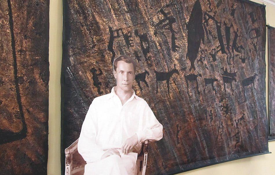Объемное фото Александра Линевского на фоне рисунков Светланы Георгиевской