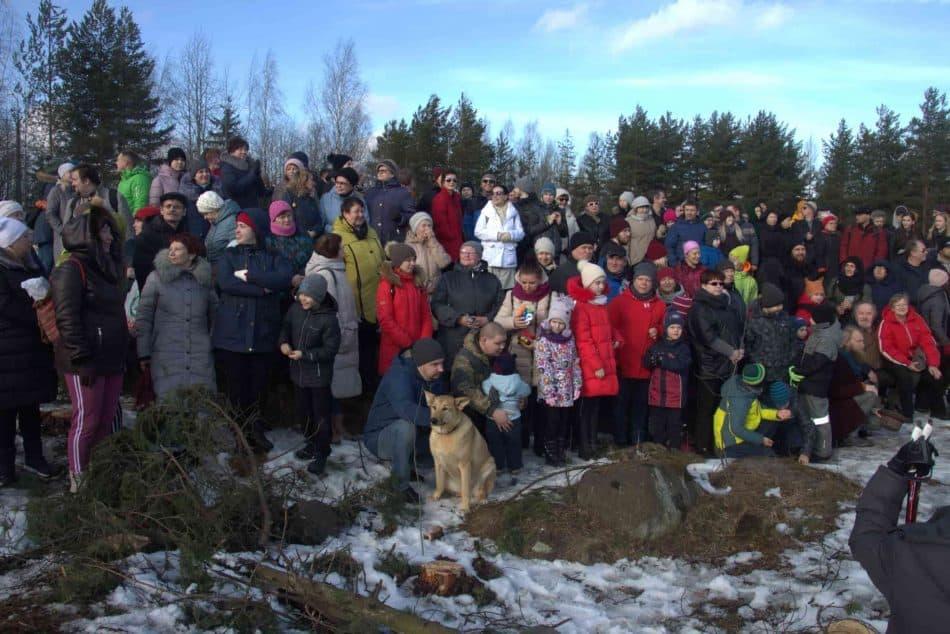 Петрозаводск, 9 марта 2020 года. Флешмоб «Обнять парк». Фото Алексея Трунова