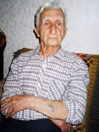 Семен Ионович Бекенштейн в год 60-летия Победы над фашизмом. На руке виден лагерный номер узника Освенцима. Фото Адольфа Островского