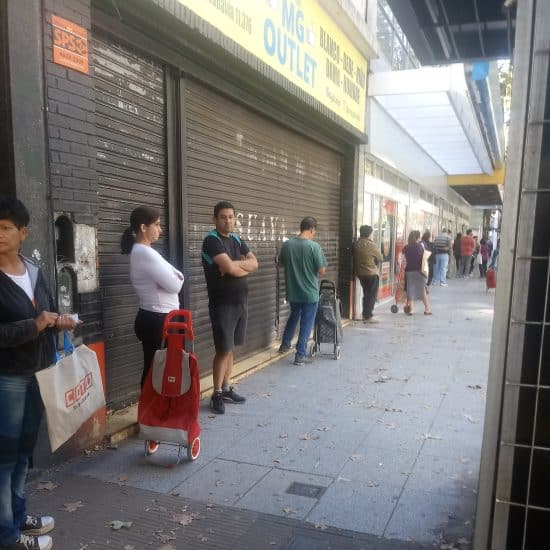 Буэнос-Айрес. Очередь в магазин. Фото Юлии N.