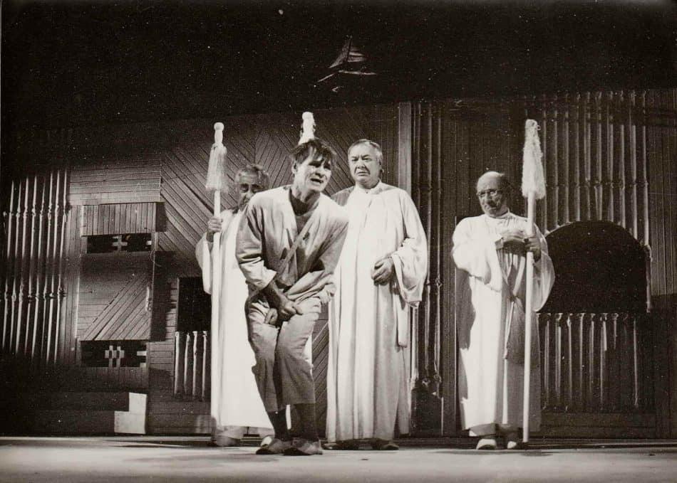 Николай Королев в спектакле «Добрый человек из Сычуани»
