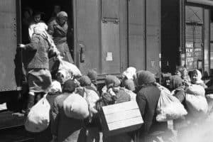 Эвакуация мирных жителей в годы Великой Отечественной войны. Фото: vgudok.com