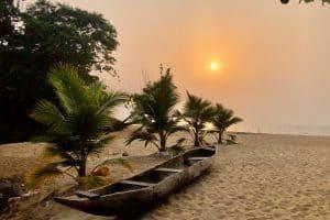 Путешествие по миру с Лидией Винокуровой. Камерун. Отдых на побережье Гвинейского залива