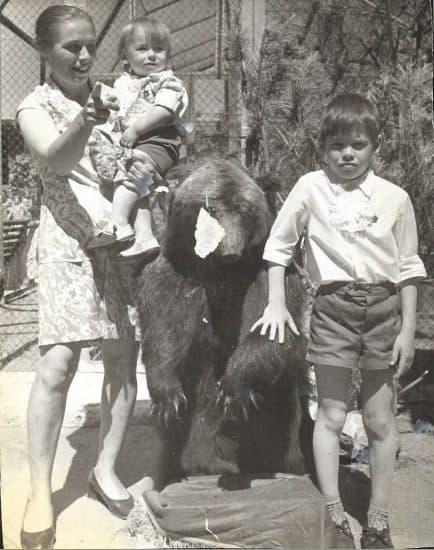 Мама, маленький Володя и брат Олег