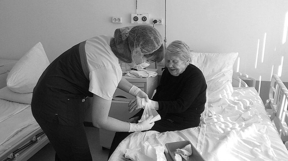Валентина Михайловна Кондратьева в кардиохирургическом отделении Республиканской больницы. Фото Ирины Ларионовой