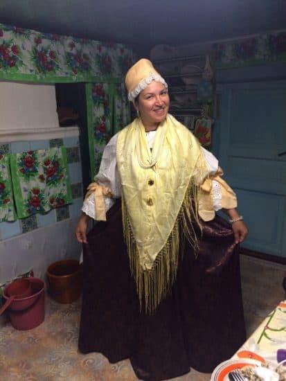 Елена Гусева в поморском костюме замужней женщины – «жёнки»