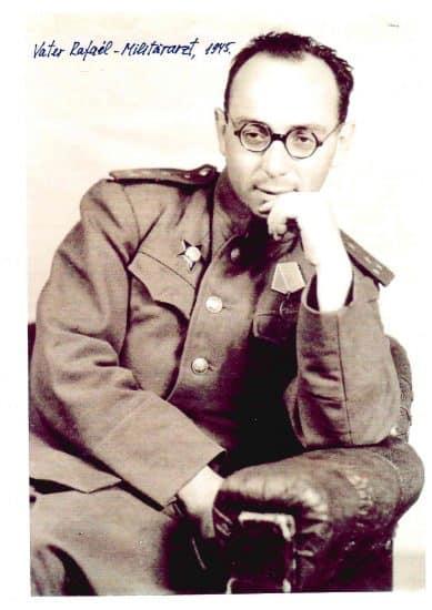Капитан медицинской службы Рафаил Рывкин. 1945 год. Фото из семейного архива