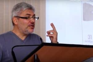 Евгений Водолазкин читает открытую лекцию в ПетрГУ. Ноябрь 2014 года. Фото интернет-журнала «Лицей»