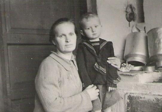 В первой петрозаводской квартире, 1952 год