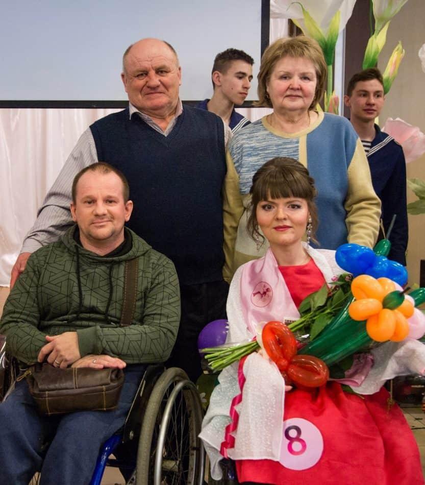 Анна с родителями и писателем, кинорежиссером Владимиром Рудаком