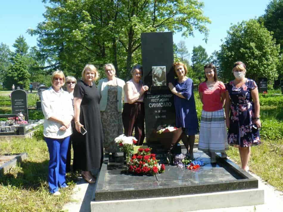 На могиле Гельмера Синисало 14 июня 2020 года