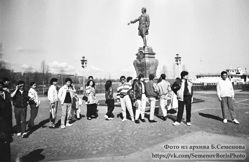 Памятник Петру Первому на набережной Петрозаводска. 1989 год