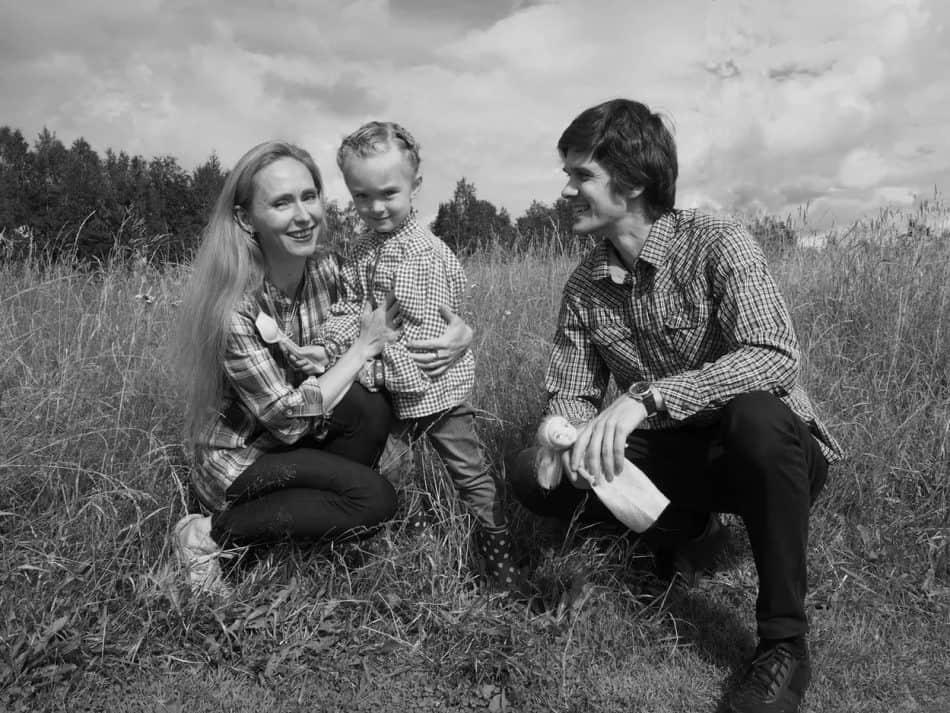 Елена Магницкая и Денис Козлов с дочерью в Машезере. Фото Ирины Ларионовой