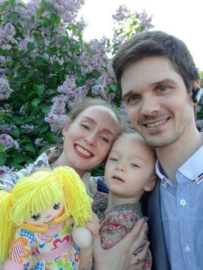 Елена Магницкая и Денис Козлов с дочерью Сандрой. Фото из семейного архива