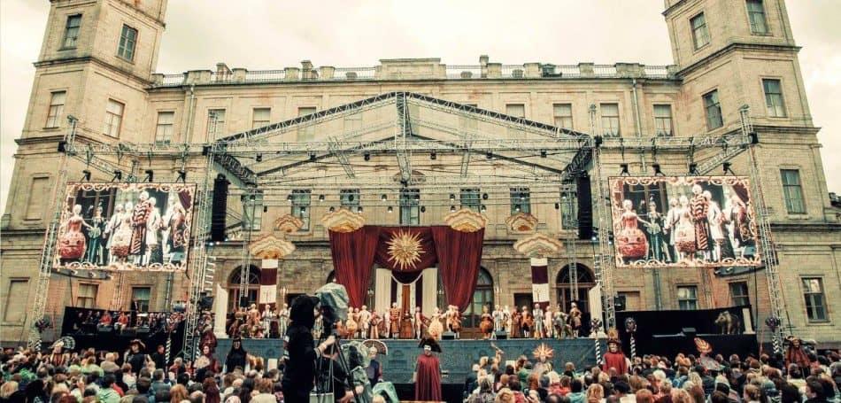 Фестиваль «Оперетта-парк». Сцена из спектакля «Холопка»