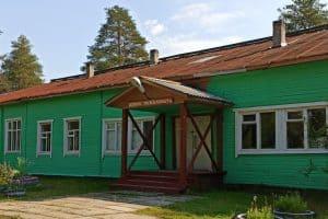 Земский учитель будет работать и в Кепской основной школе имени Ортьё Степанова. Фото из группы: vk.com/public193796749