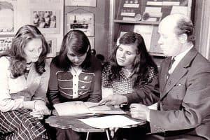 Рюрик Петрович Лонин со школьниками в музее