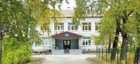 Средняя школа в поселке Ляскеля. Фото: vk.com/club6670959