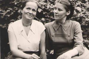 Слева Александра Михайловна Москина, справа моя мама, Надежда Павловна Свинцова, 60-е годы прошлого века, Петрозаводск