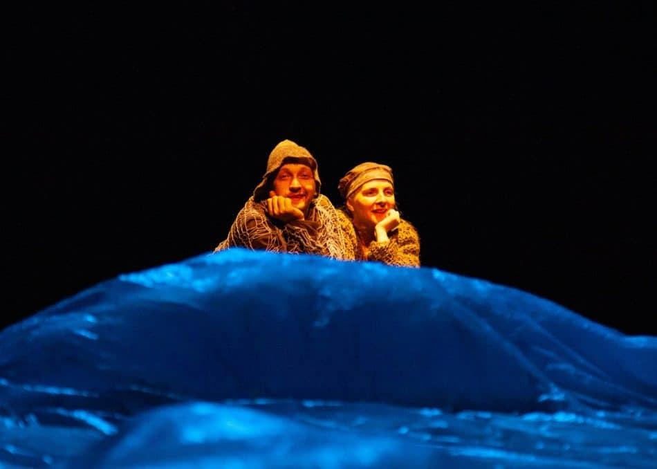"""Сцена из спектакля """"О рыбаке и рыбке"""". Фото из группы: vk.com/teatr_kukol_karelia"""