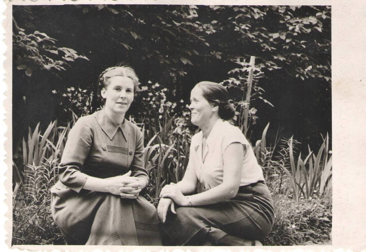 Справа Александра Михайловна Москина, слева моя мама, Надежда Павловна Свинцова, 60-е годы прошлого века, Петрозаводск