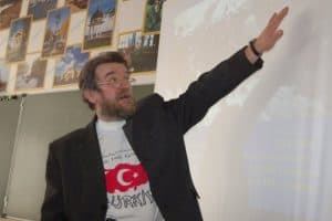 Эдуард Алехин дает открытый урок в петрозаводской школе №3, 2009 год. Фото Марии Голубевой