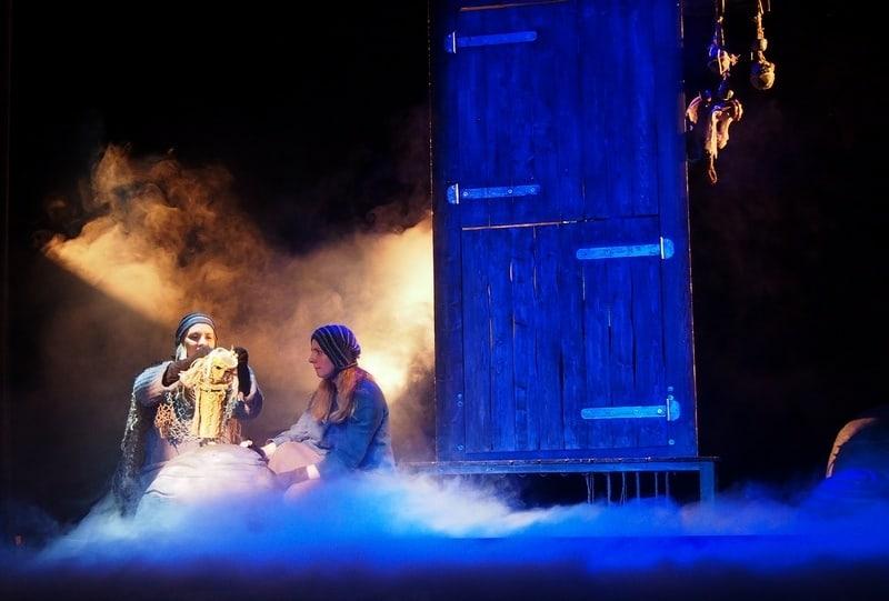 """Сцена из спектакля """"KALEVALA.RUны"""". Фото Ирины Ларионовой"""