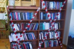В Национальной библиотеке Карелии перекрыт свободный доступ к книжным стеллажам. Фото Ирины Ларионовой
