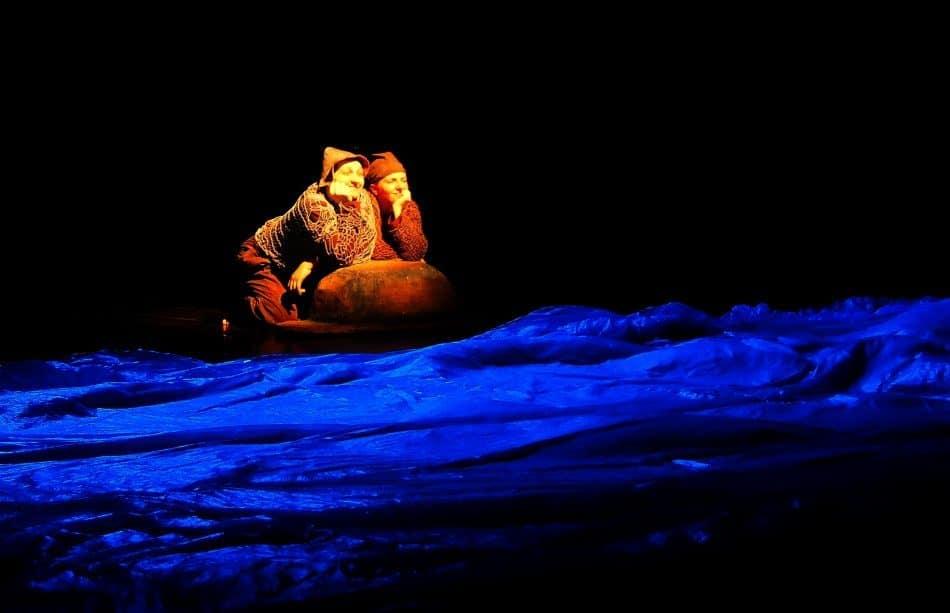 Сцена из спектакля «О рыбаке и рыбке». Фото: Ирина Ларионова