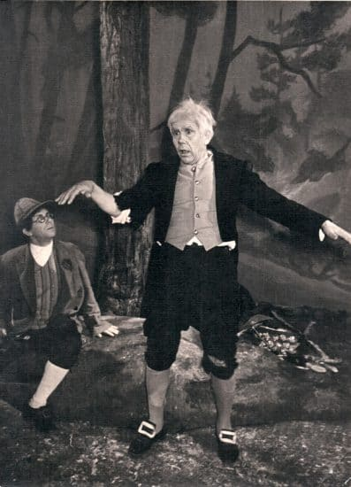 Сцена из спектакля «Сельские сапожники», 1958год. Антрес — Матти Любовин, Эско — Тойво Ланкинен. Фото из архива Национального театра РК