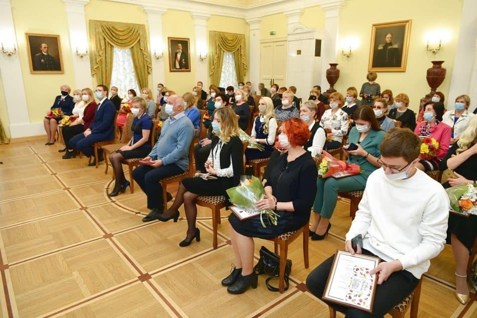 Вручение наград учителям Карелии. Фото пресс-службы правительства РК