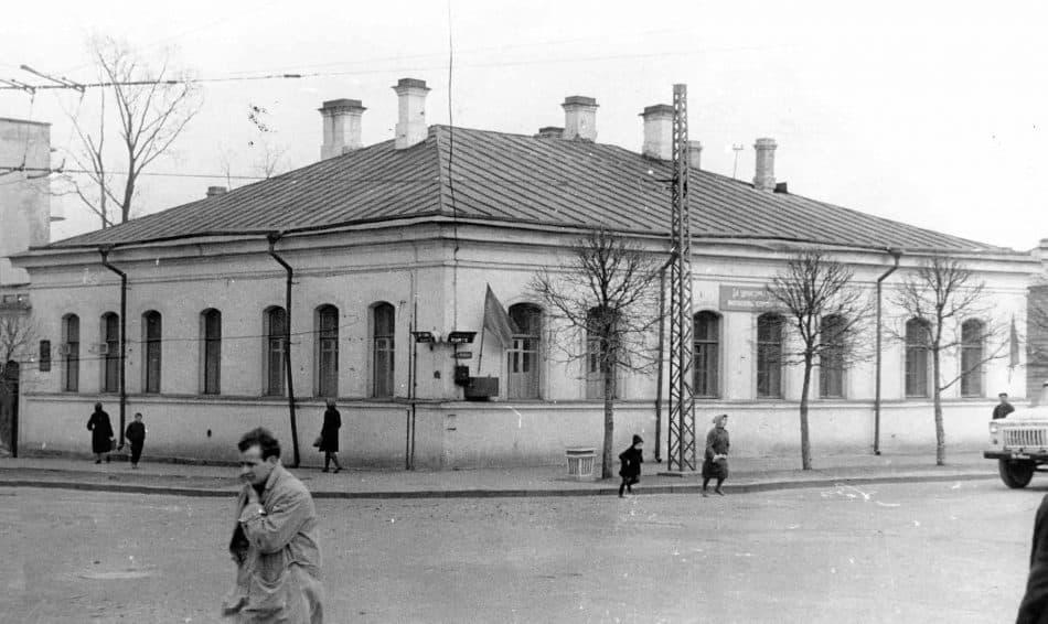 Здание на углу пр. Урицкого и ул. Правды, в котором располагалось музыкальное училище. Фото из архива А.И. Мошина