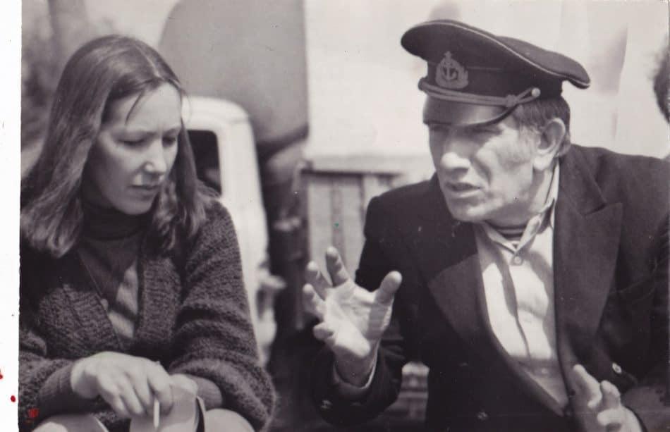 Армен Джигарханян на съемках в Карелии дает интервью Галине Акбулатовой, 1982 год. Фото из личного архива Галины Акбулатовой