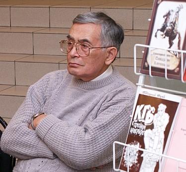 Григорий Фукс на встрече с читателями в ПетрГУ, 2010 год. Фото: petrsu.ru