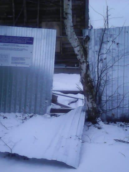 Дом Богданова в Петрозаводске 21.12.2019 И опять упал забор.