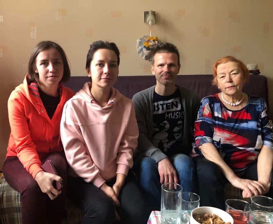 75-летие Натальи Папсуевой (справа) 11 октября 2020 года. У нее дома. Рядом ученики разных лет - Елена Поликина, Полина Князева, Василий Бердино