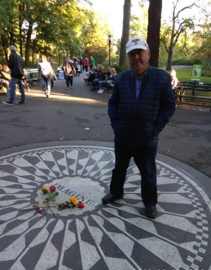 У круга Imagine в Центральном парке Нью-Йорка