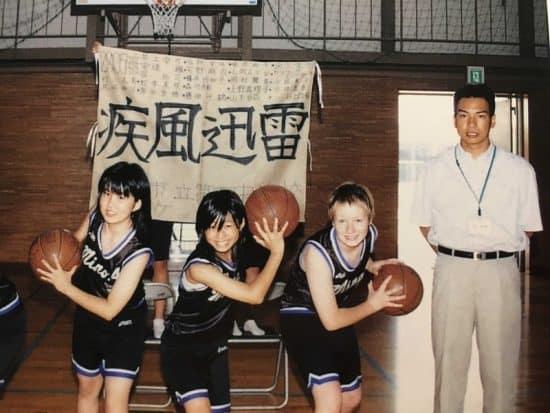 Лиза в баскетбольном клубе, рядом тренер - Хираки-сенсей