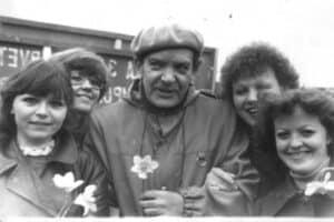 На майской демонстрации. Мы пятикурсницы, я вторая слева.