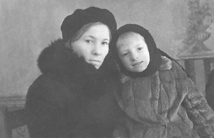 С мамой. 1947 год