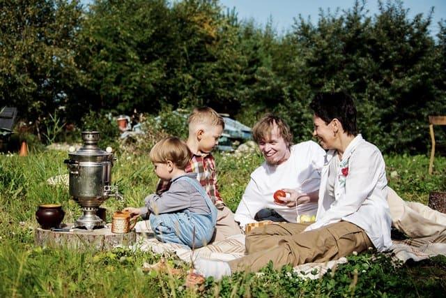 Надежда Белая и Алексей Лебедев с детьми. Фото Якова Симанова
