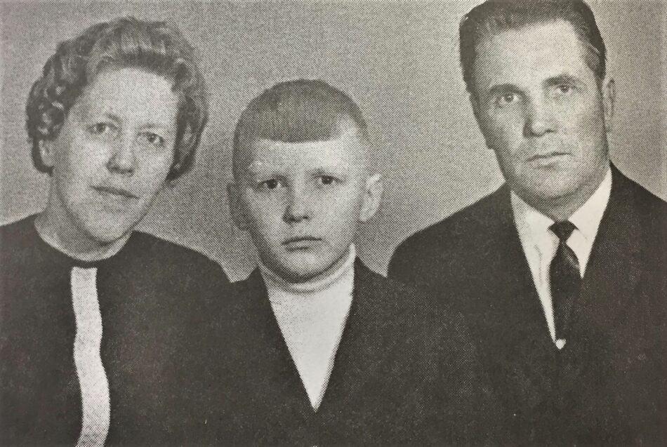 "Лемпи и Матвей Хухка, а также их сын Алик. Фото из журнала ""Север"""