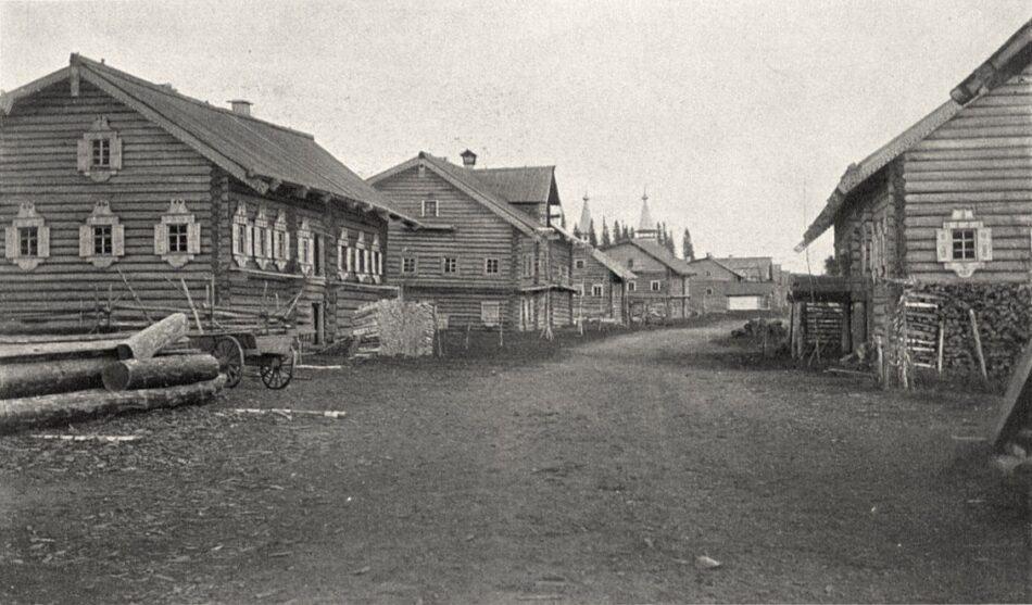 Улица в селе Песчаное (Пудожский район). Фото М. Круковского. 1899 г. collection.kunstkamera.ru