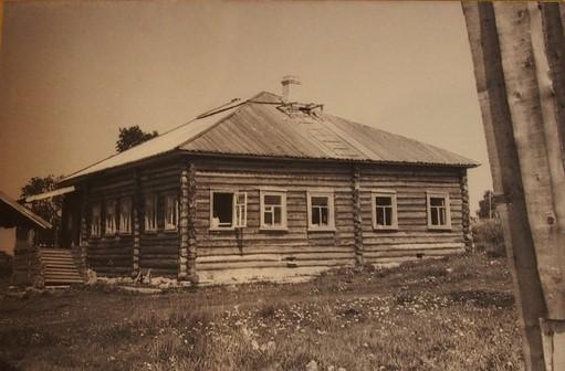 """Здание мастерской """"Заонежская вышивка"""". Шуньга, 1956 год. Национальный музей РК"""