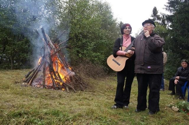 Инна Кабашная с Натальей Васильевной Ларцевой. Цветаевский костер, август 2014 года