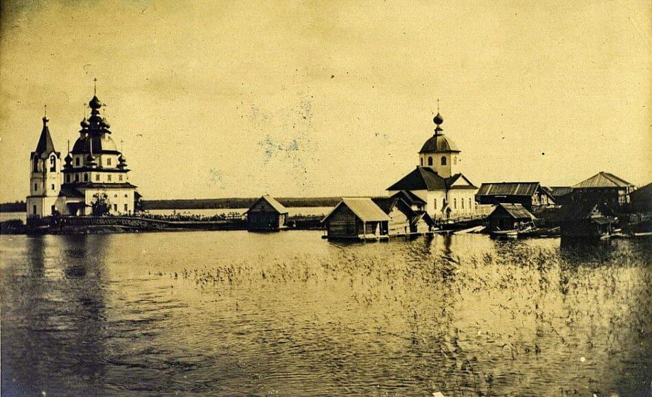 Погост в селе Сенная Губа (Заонежье). Фото М. Круковского. 1899 г. collection.kunstkamera.ru
