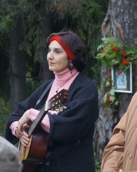 Инна Кабашная с Натальей Васильевной Ларцевой. Цветаевский костер, август 2014 года. Фото из личного архива