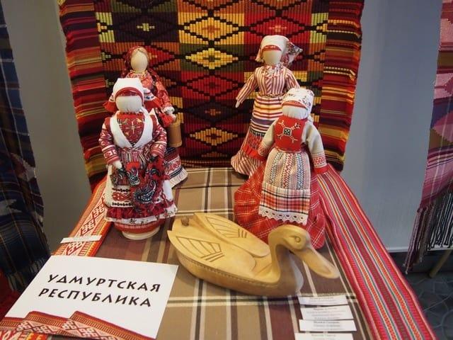 На выставке «Дерево дружбы финно-угорских ремесел». Фото Ирины Ларионовой