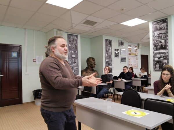 Александр Гезалов предлагает учить школьников благотворительности