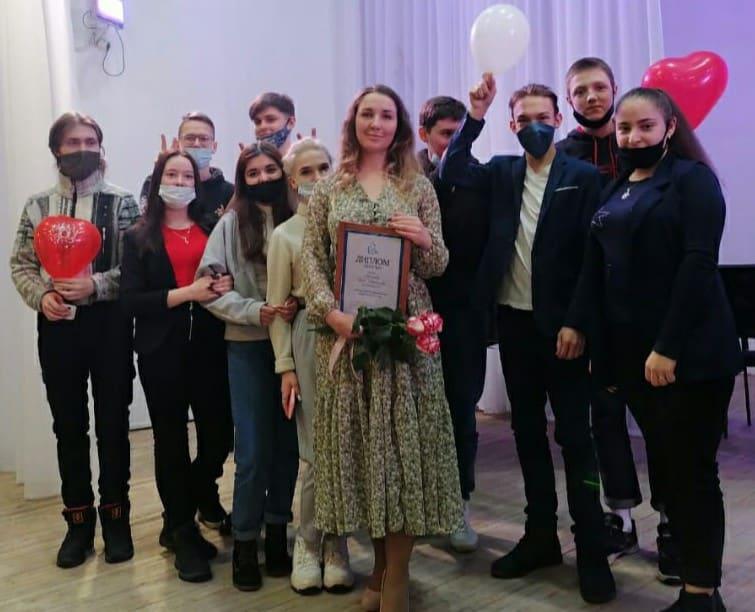 Ирина Никонорова со своим 10А классом. Фото с личной страницы ВК
